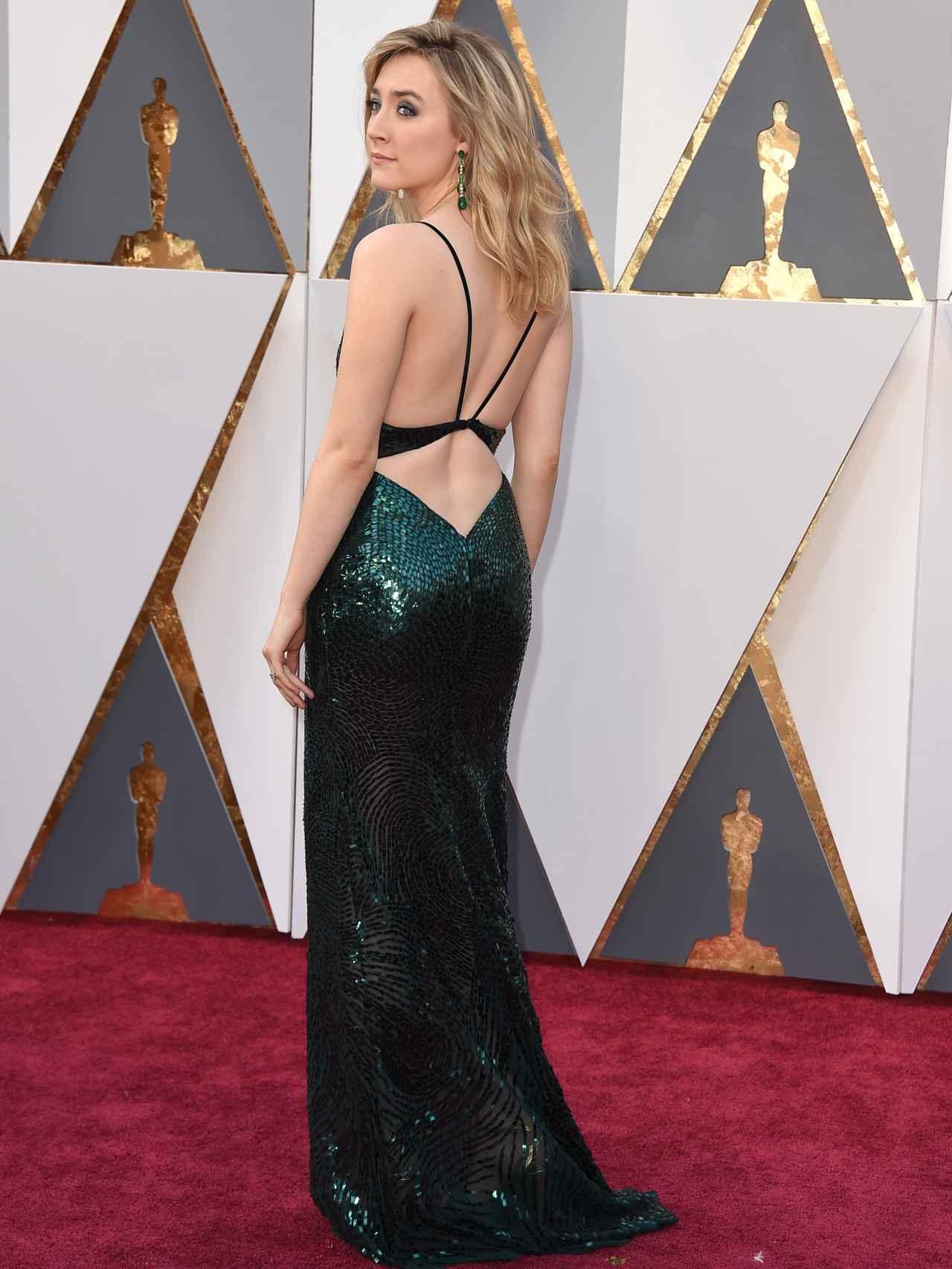La espalda del vestido esta causando sensación en las redes sociales