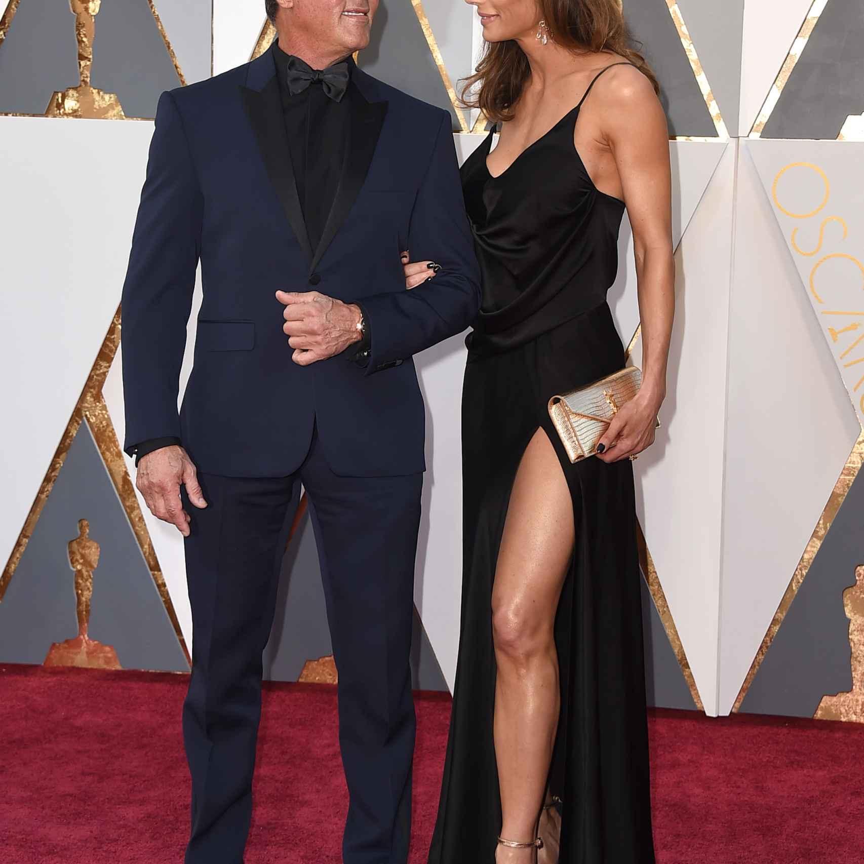 Stallone y su mujer Jennifer Flavin con un vestido sexy pero con poca gracia