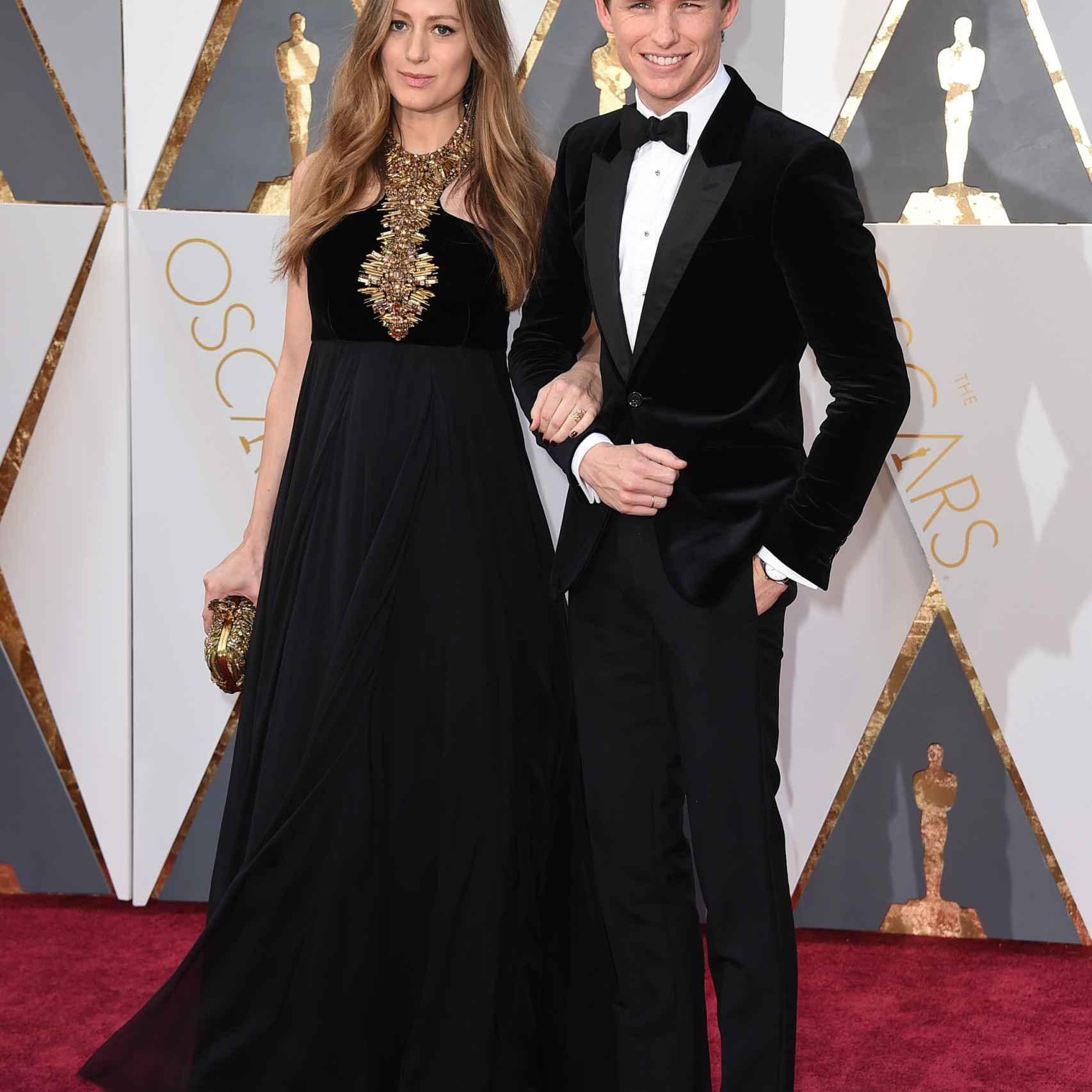 Eddie Redmayne y su mujer Hannah Bagshawe embarazada de Alexander McQueen