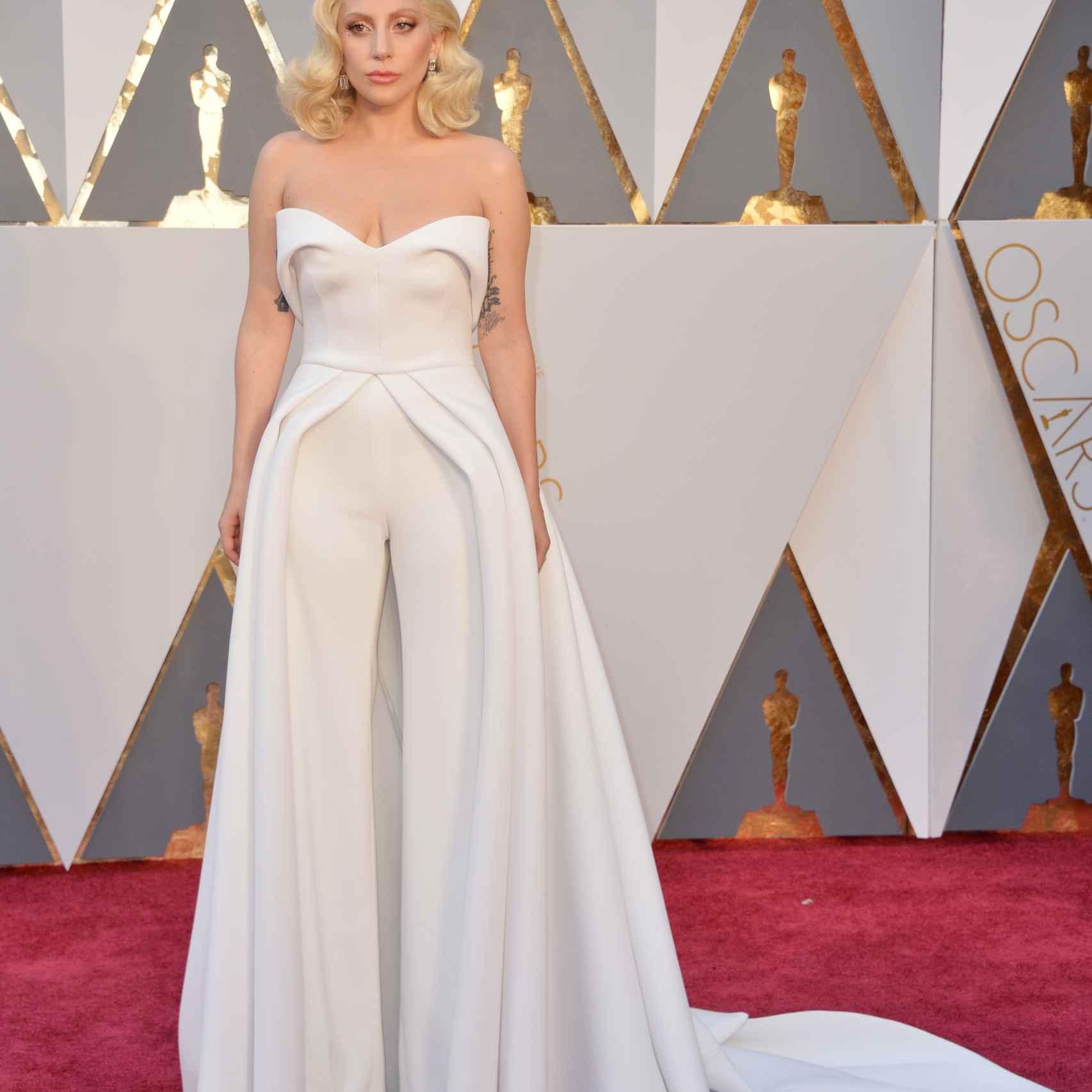 Lady Gaga de Brandon Maxwell en los Oscar
