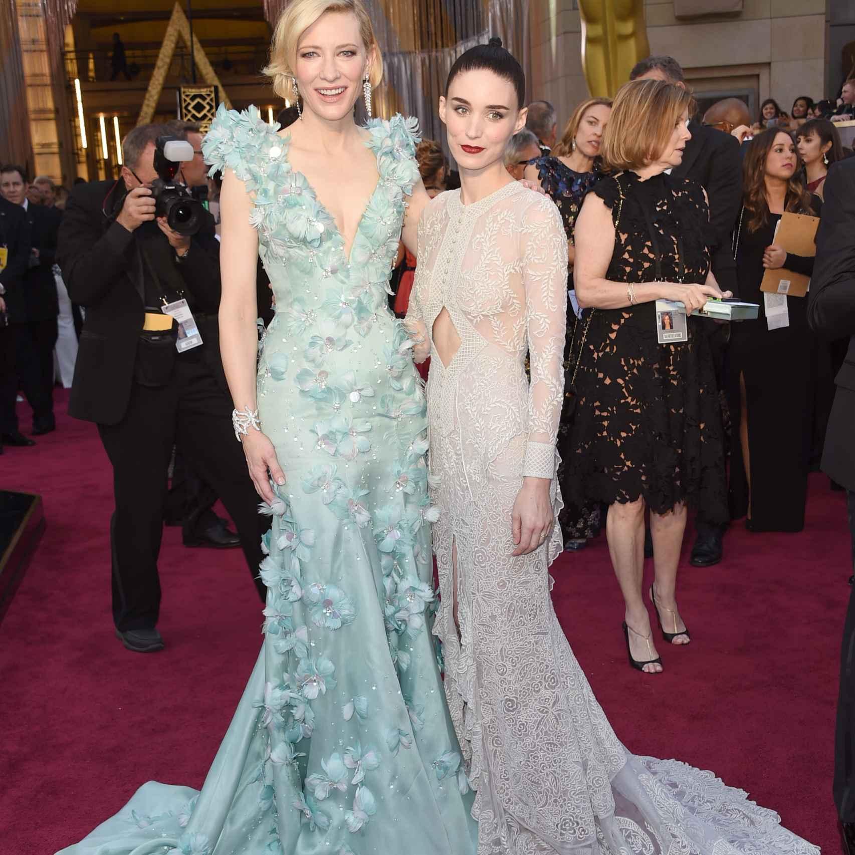 Cate Blanchett y Rooney Mara amnigas estilosas en la alfombra roja de los Oscar