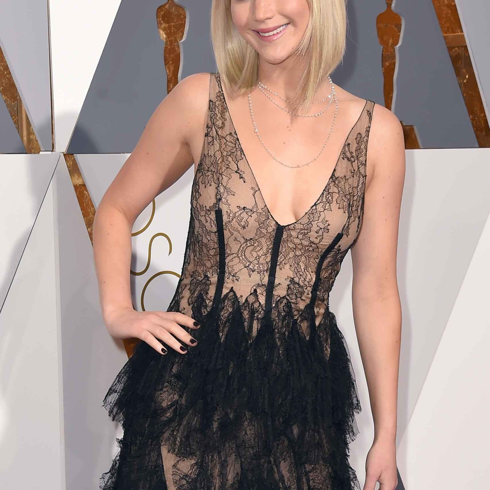 Jennifer Lawrence con un vestido de Dior en los Oscar 2016