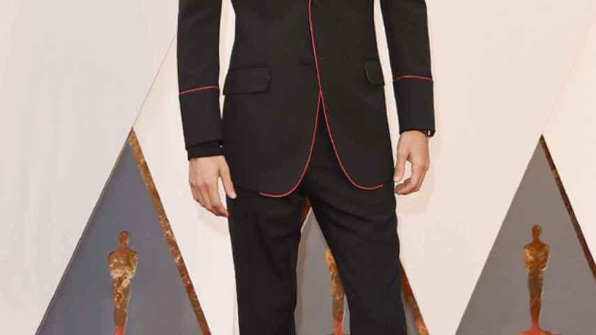Jared Leto ha sustituido la clásica pajarita por un clavel de Gucci inspiración flamenca