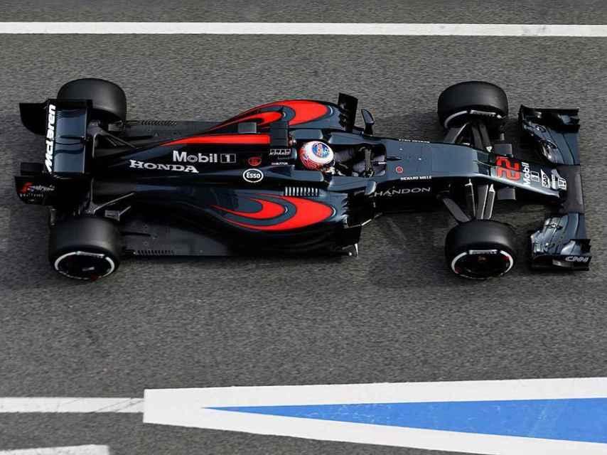 En la imagen destaca la 'estrecha' cintura y la elaborada zona 'Coca-Cola' del McLaren-Honda MP4-31.