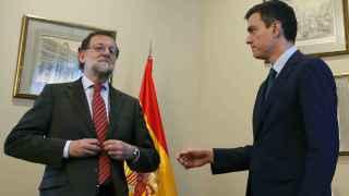 Rajoy le rechaza el saludo a Sánchez