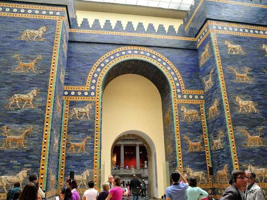 Una de las ocho puertas de Babilonia en el Museo de Pérgamo de Berlín