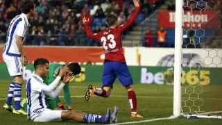 Saúl celebra su tanto ante la Real Sociedad.