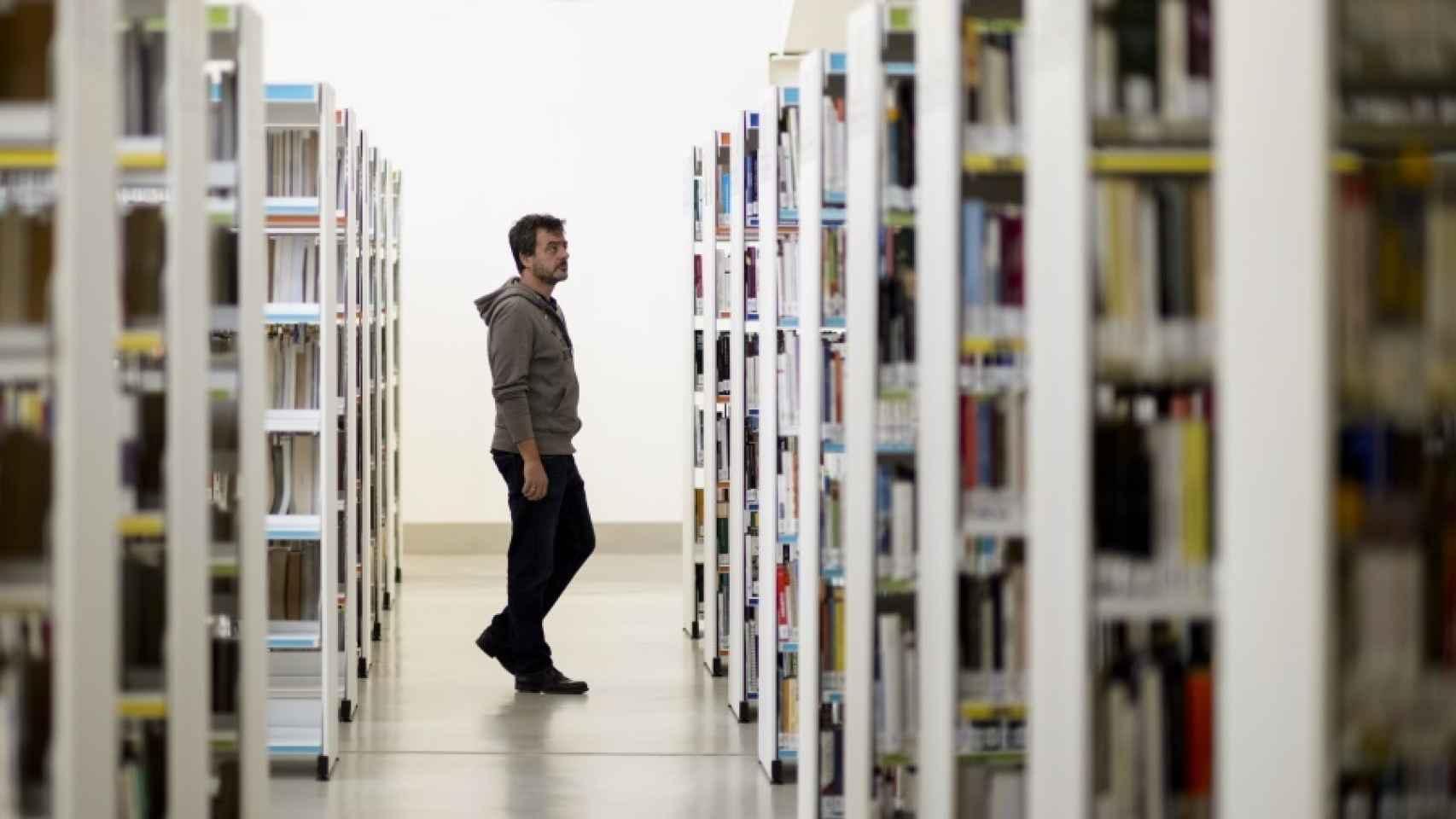 A menos libros vendidos, más inscritos en los centros de préstamo público.