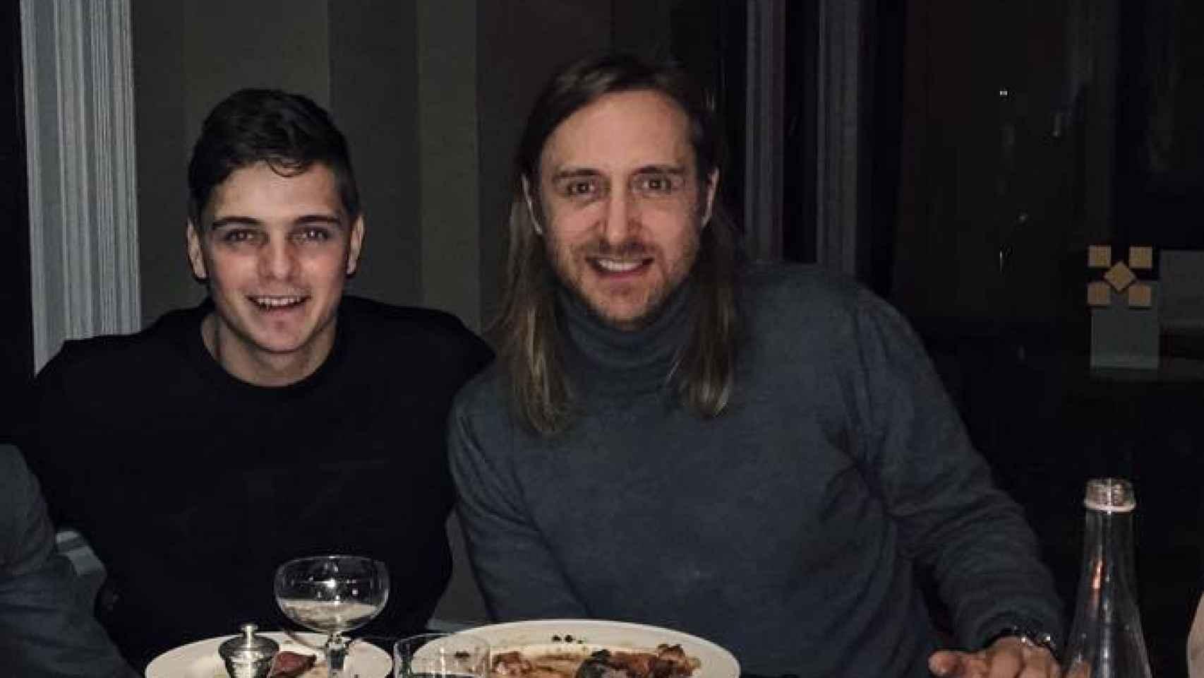 DJ Guetta cenando con Garrix