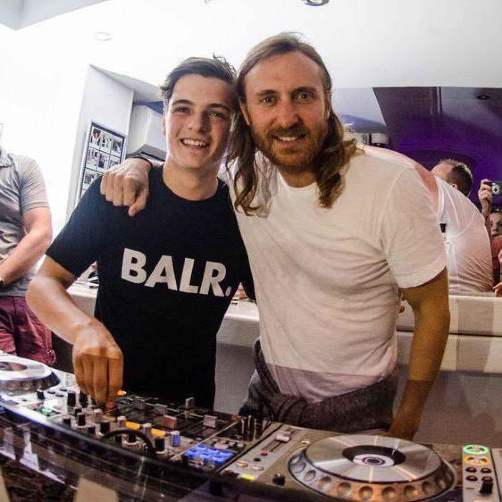 David Guetta pinchando con Martin Garrix