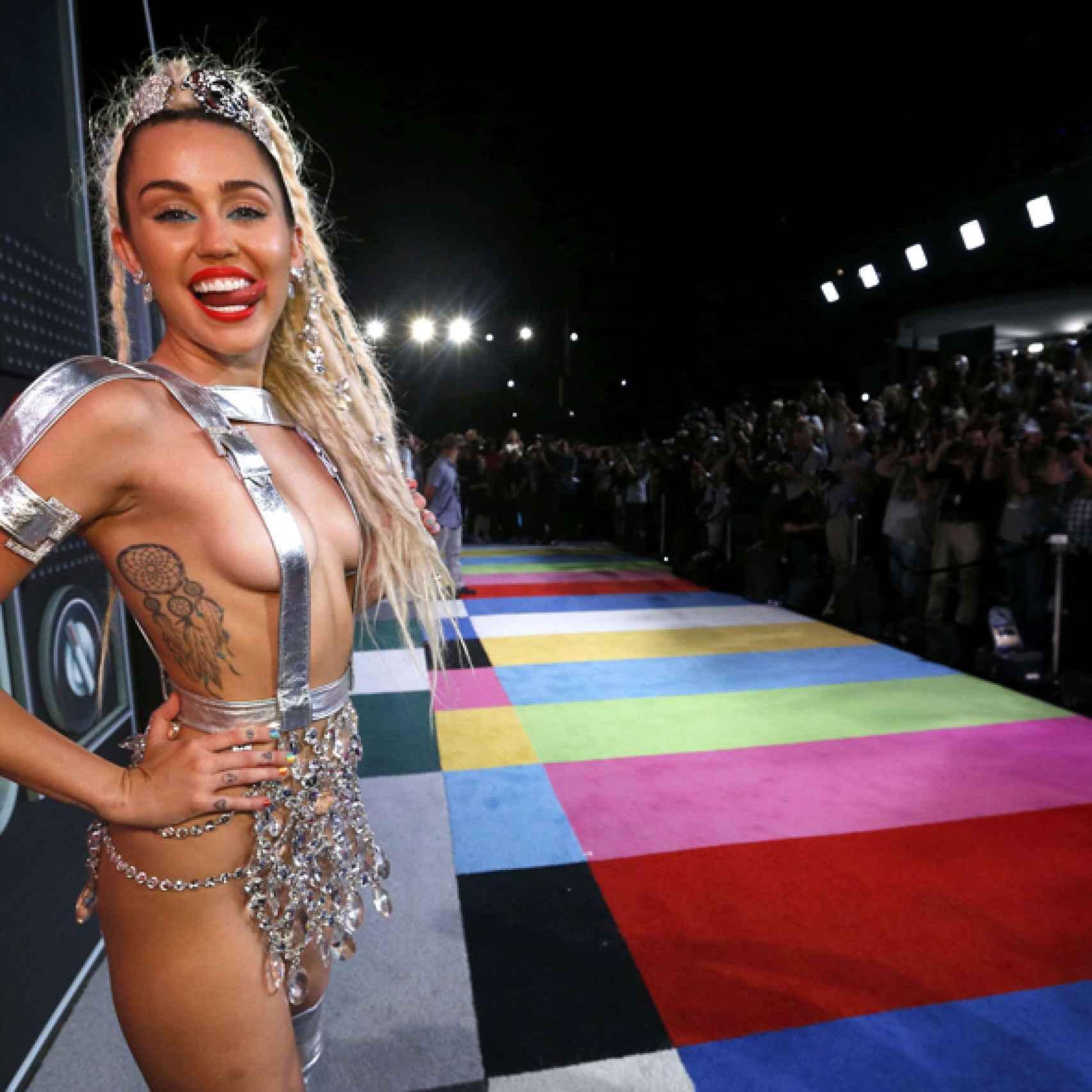 Miley Cirus tambén tuvo experiencias paranormales en un viaje a Londres