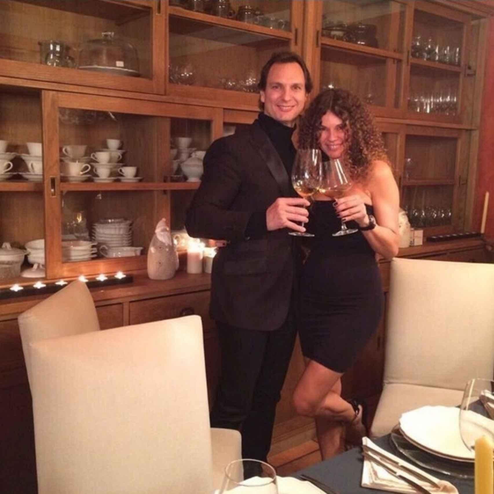 Angie con su hermano Javier Cardenas cenando en Madrid