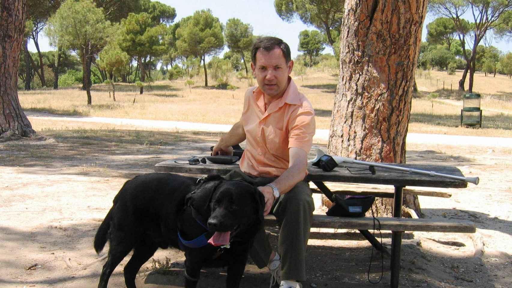 Javier del Hoyo, autor del libro 'Eponimón'