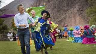 El presidente de Argentina Mauricio Macri en el carnaval de Purmamarca.