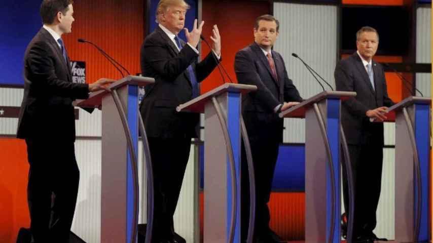 Trump habla del tamaño de sus manos para terminar hablando del tamaño de su pene.