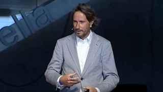 Víctor Küppers es el protagonista de este vídeo