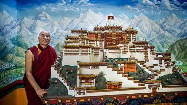 Thupten Wangchen, parlamentario tibetano en Europa, posa para El Español en la Casa del Tíbet de Barcelona.
