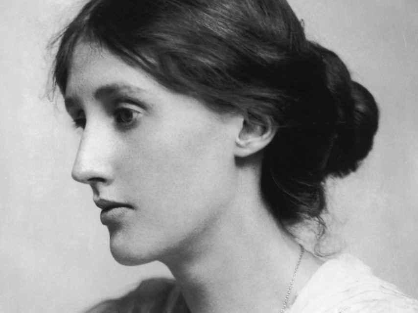 La escritora Virginia Woolf, autora del ensayo Un cuarto propio