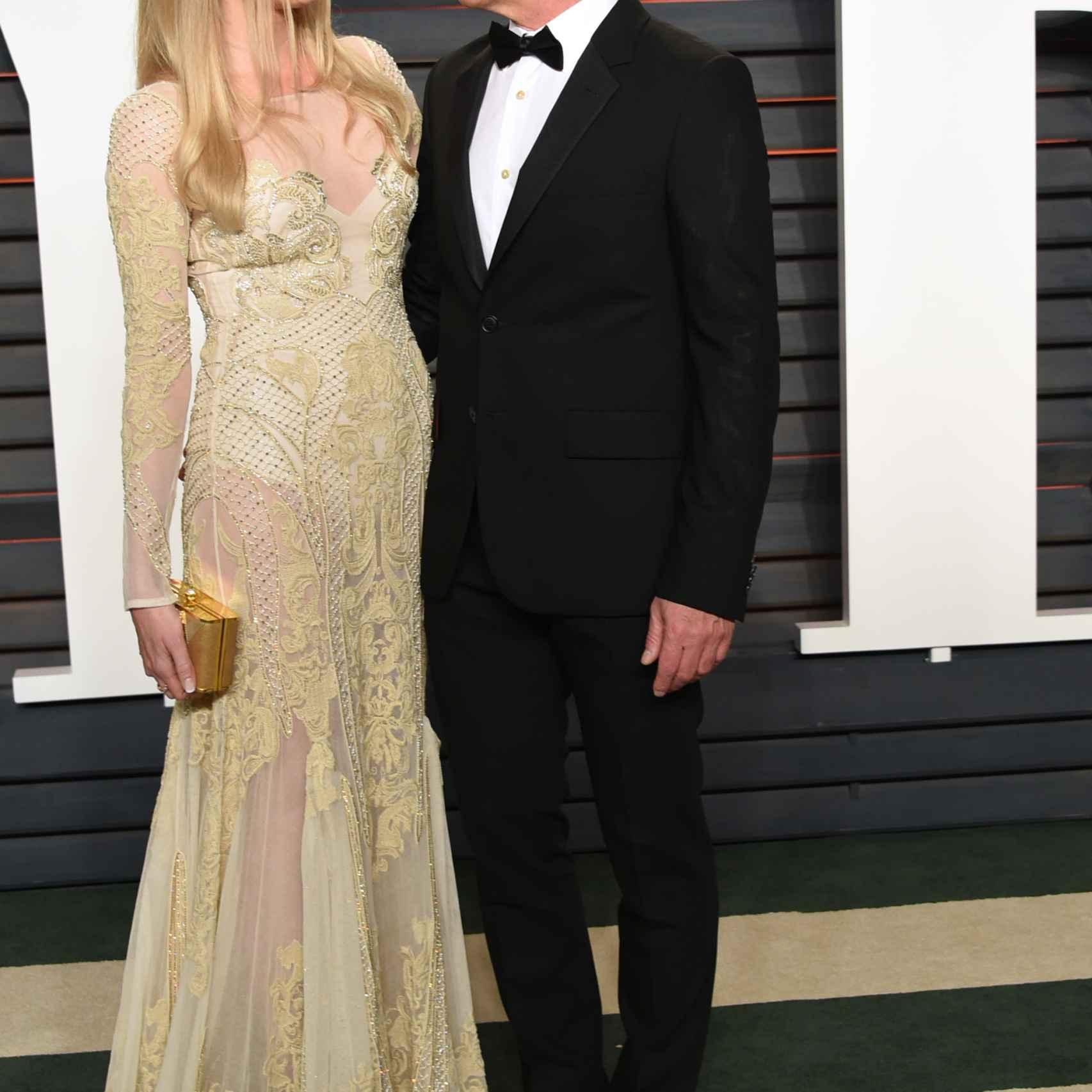 Banderas y su novia Nicole Kimpel en la fiesta de los Oscar organizada por Vanity Fair