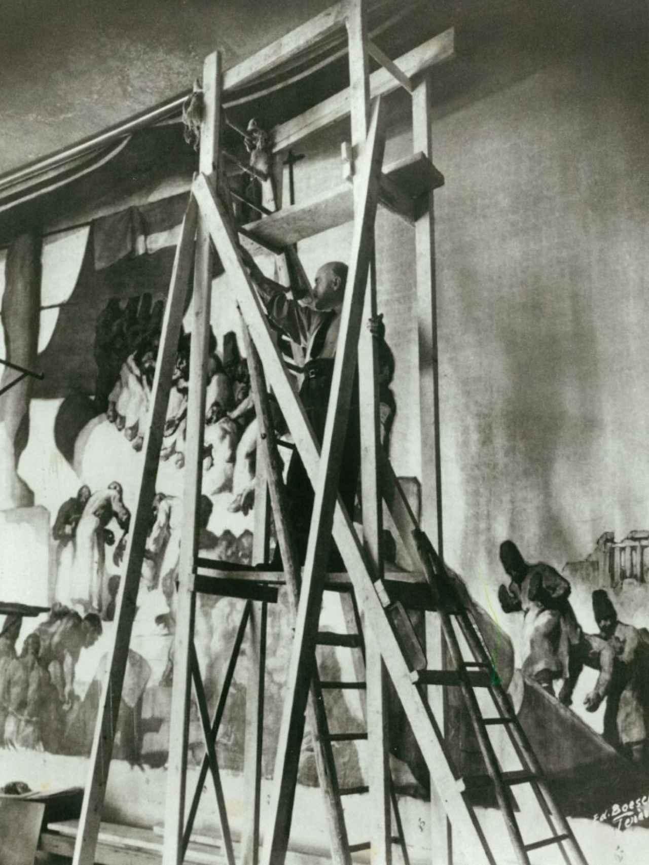 Josep María Sert en acción, pintando el encargo de las Naciones Unidas.