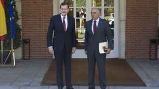 Mariano Rajoy recibe en el Palacio de La Moncloa a Alberto Garre en 2014.