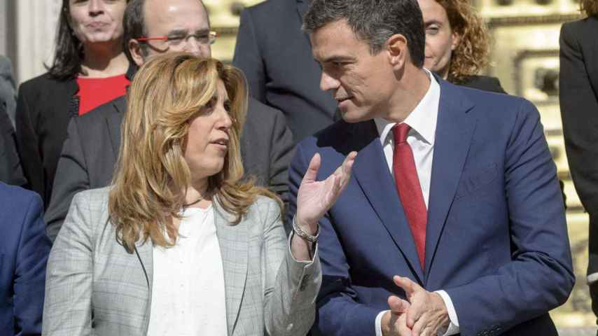 Sánchez y Díaz, en la puerta del Congreso de los Diputados.