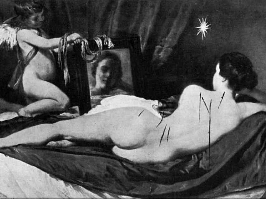 Recreación de La Venus del espejo de Velázquez acuchillada por la espalda