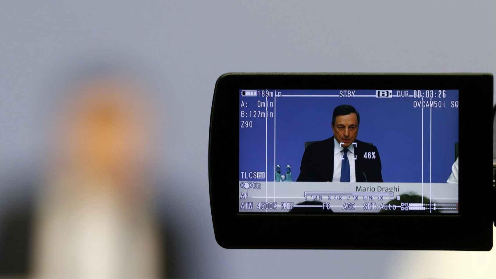 Draghi anuncia la bajada de tipos.