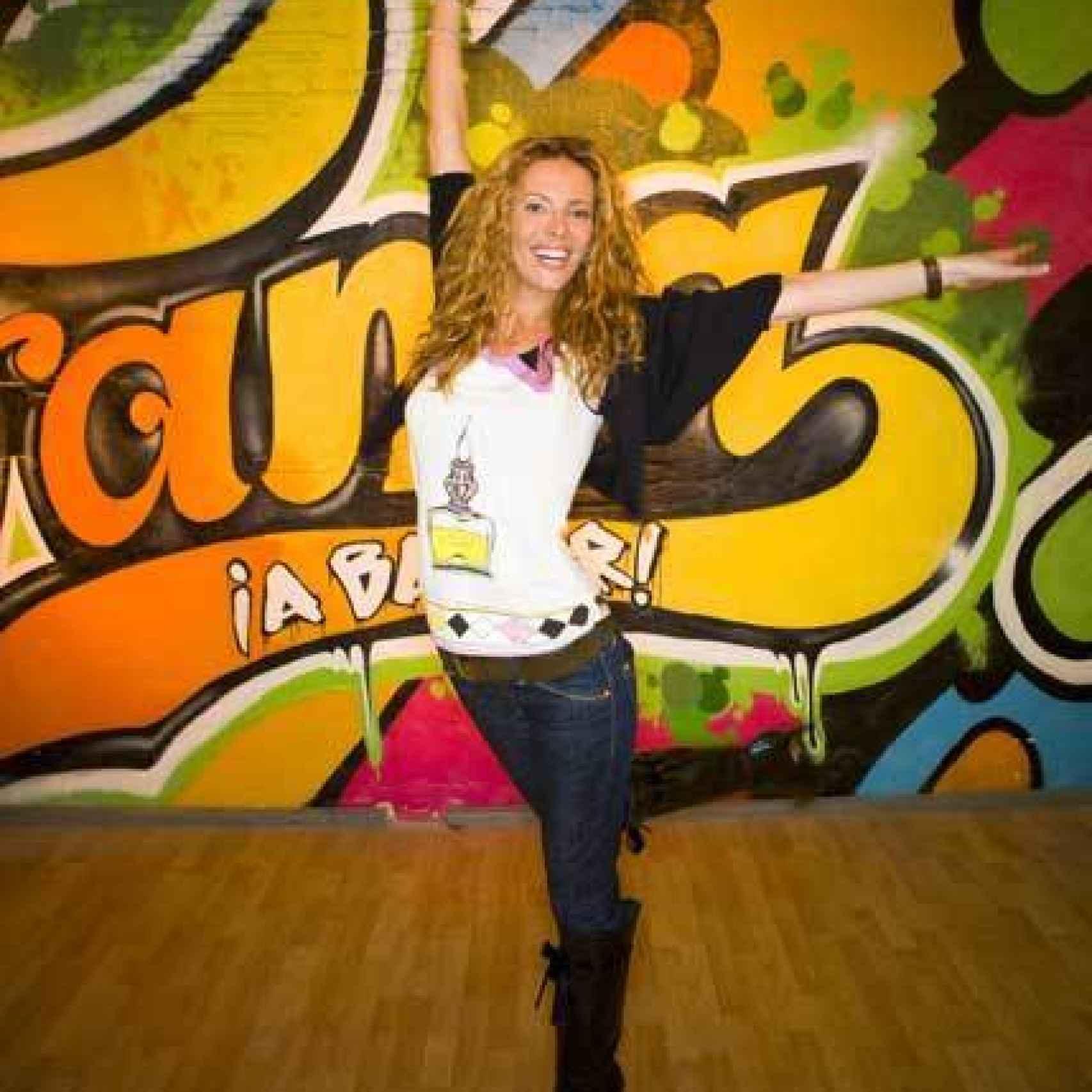 Paula presentó el concurso ¡Fama, a bailar!