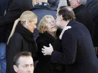 Rajoy saluda Carmena frente a Cifuentes en homenaje en Puerta del Sol a los fallecidos del 11-M.