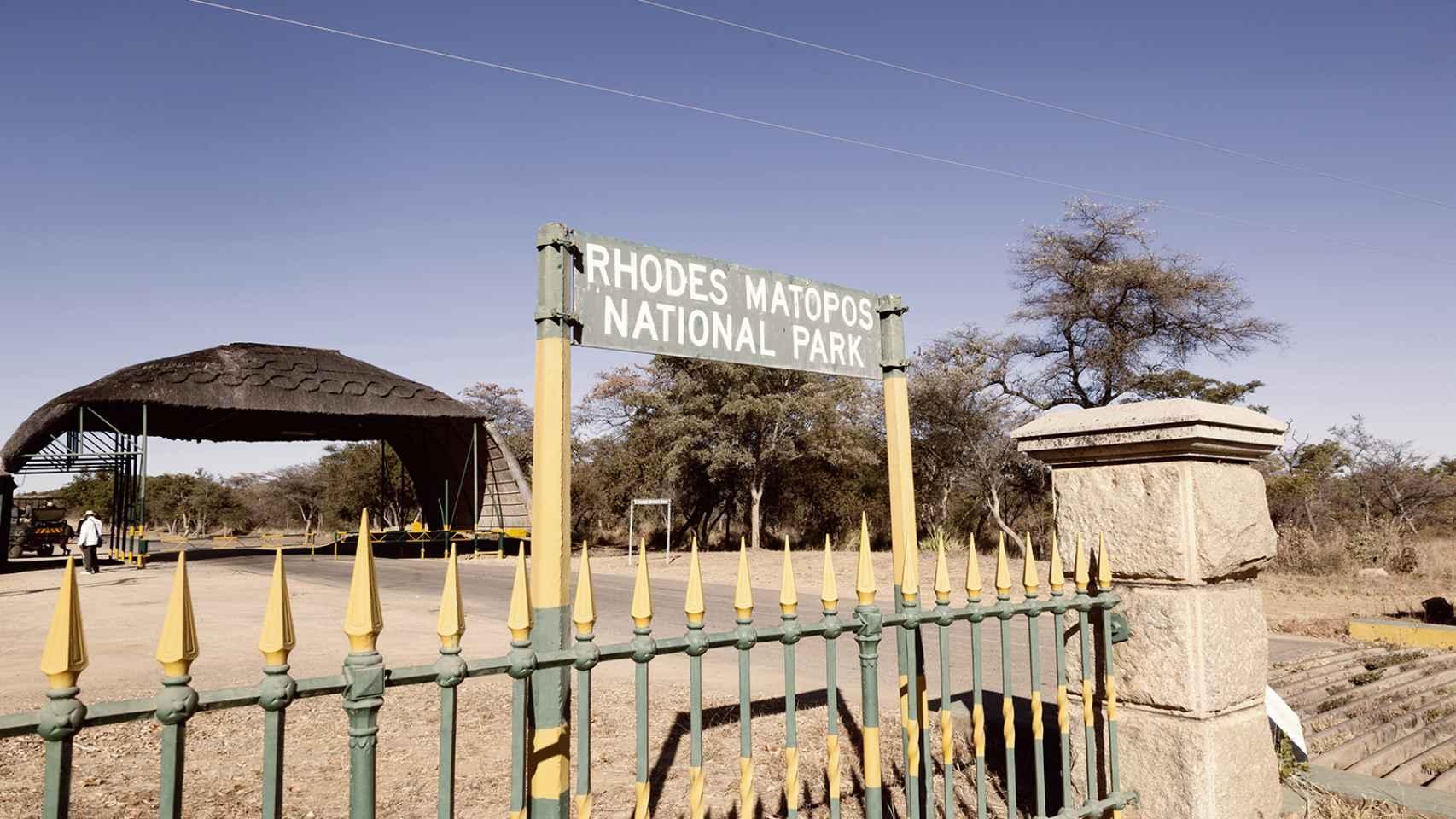 A pie en busca de rinocerontes