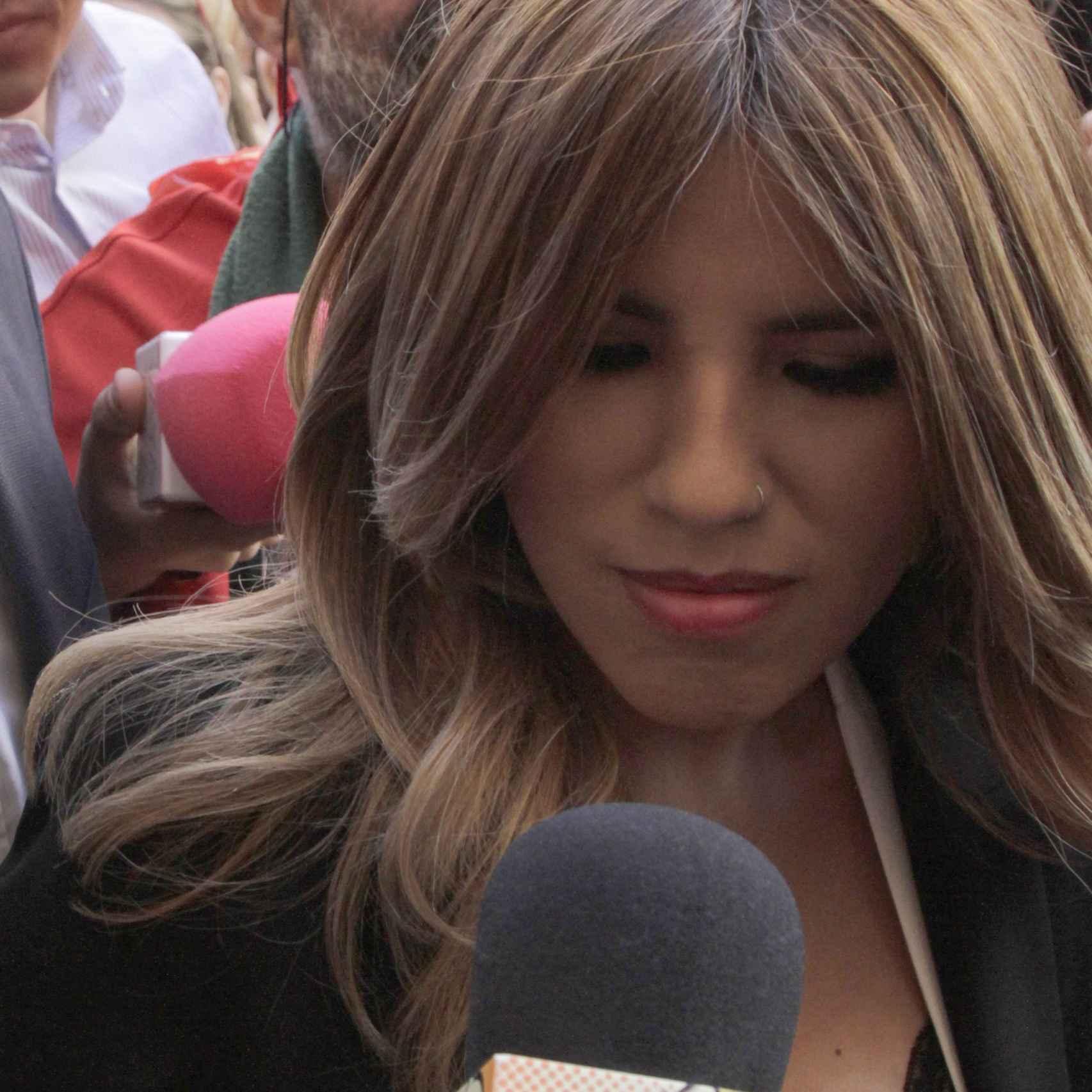 Chabelita asediada por la prensa a su llegada a la ceremonia