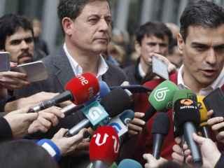 Besteiro, junto a Sánchez el jueves en La Coruña.