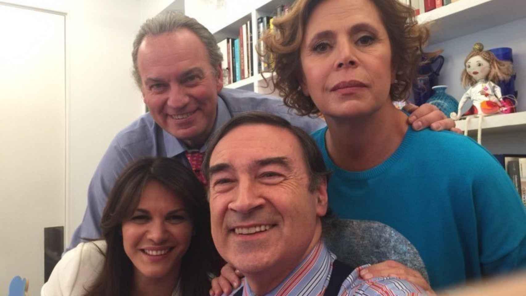 Imagen que colgó Pedro J. Ramírez en twitter el 15 de febrero, con Ágatha Ruiz de la Prada, Fabiola Martínez y Bertín Osborne.