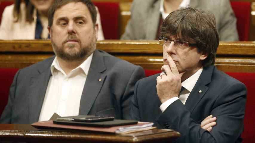 Oriol Junqueras y Carles Puigdemont en el Parlament.