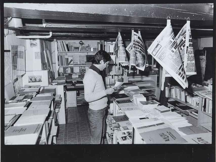 Ulises Carrión en Other Books and So, Amsterdam, 1975
