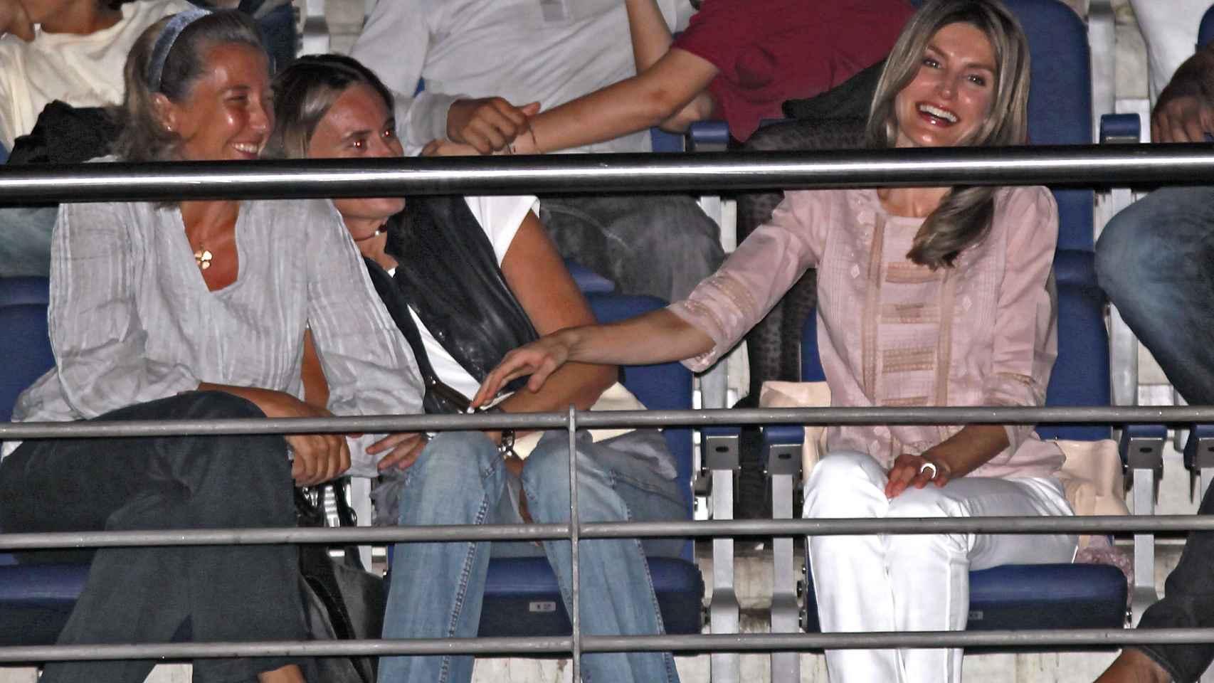 Las escapadas de la Reina para asistir a conciertos o cenar con amigos son muy criticadas