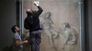 Montaje de la exposición Dibujar Versalles, en CaixaForum.
