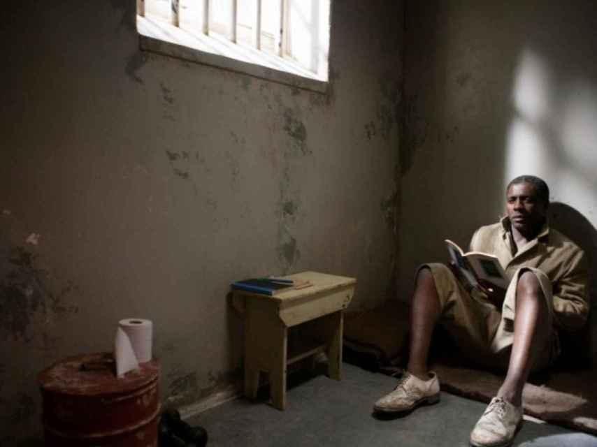 Fotograma de la película Mandela: del mito al hombre de Justin Chadwick, 2013.
