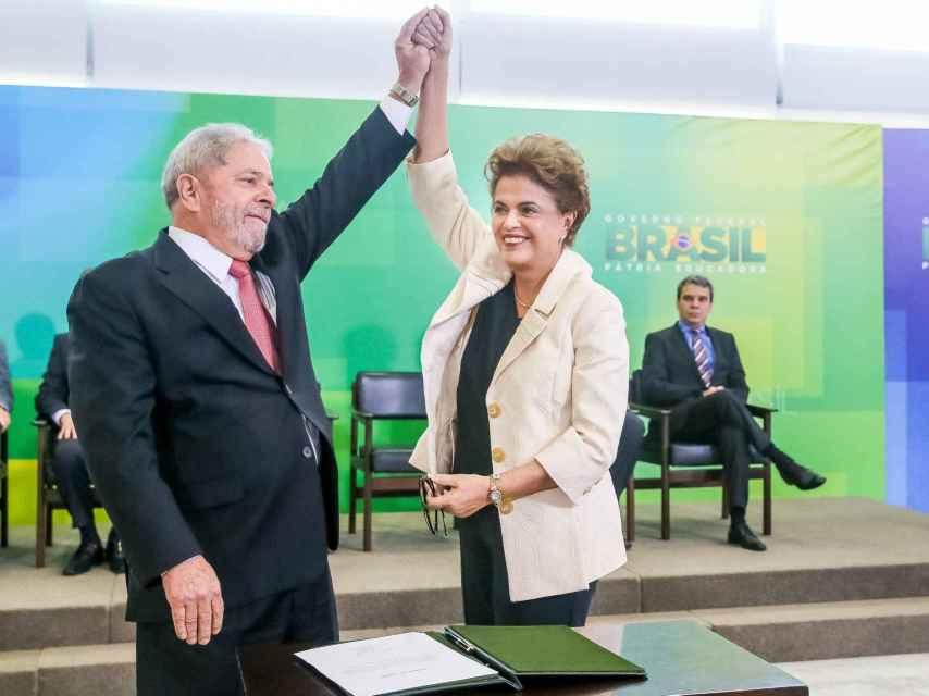 Lula y Dilma en el momento de la jura como ministro del expresidente