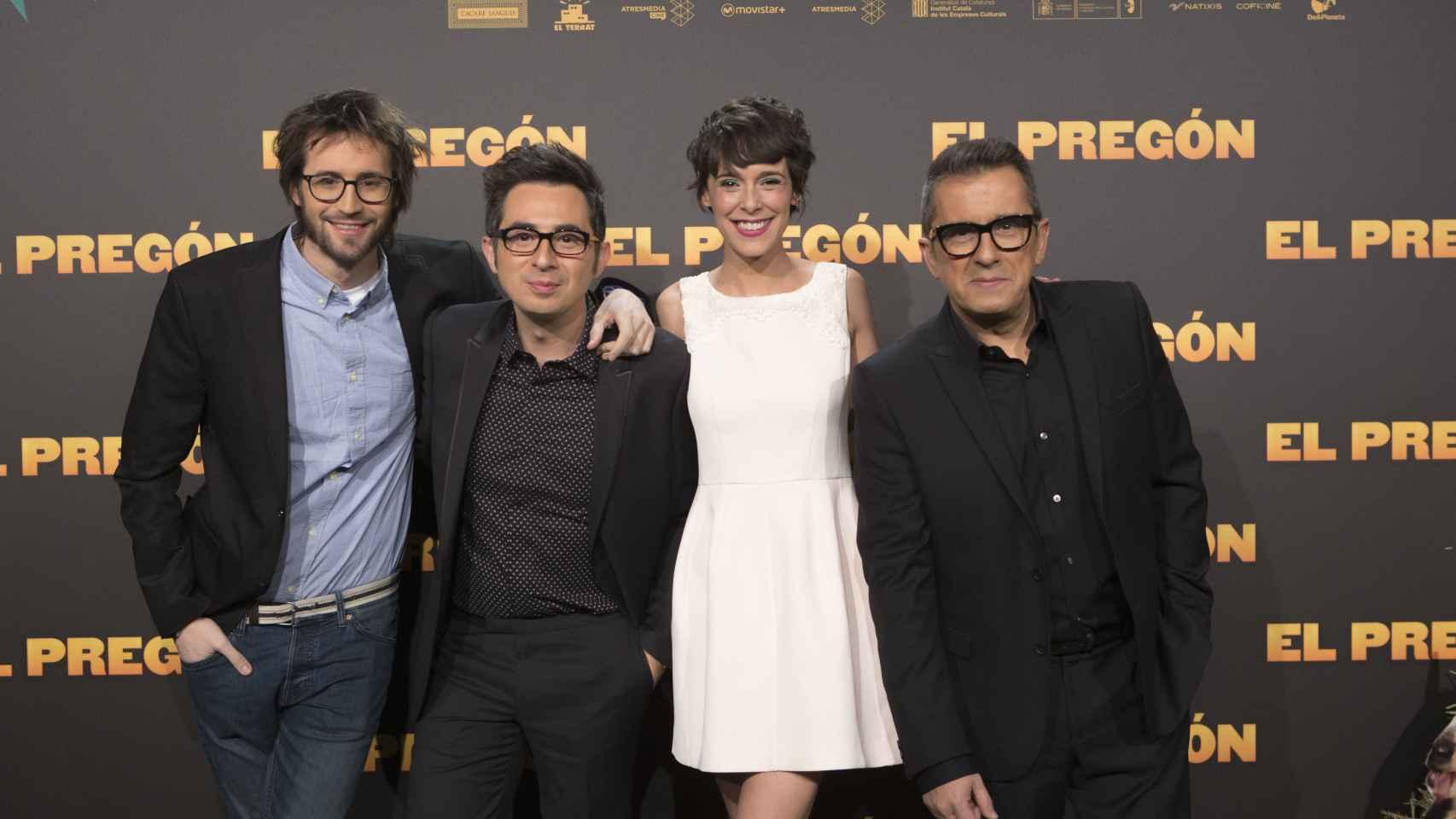 Dani de la Orden junto al equipo de El pregón.