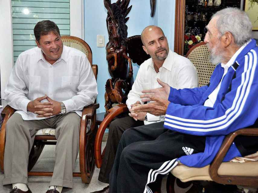 Fidel Castro habla con Hernández y Ramón Labanino, otro de los encarcelados.