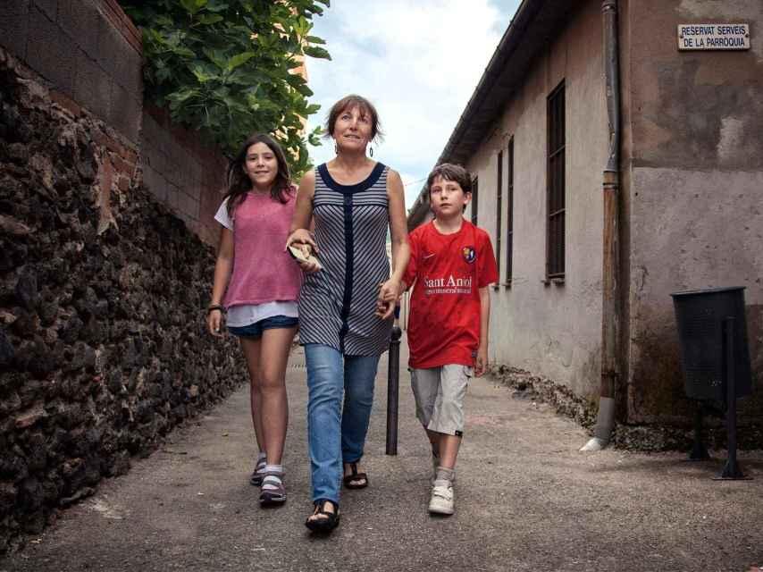 Pere, junto a su madre y su hermana.