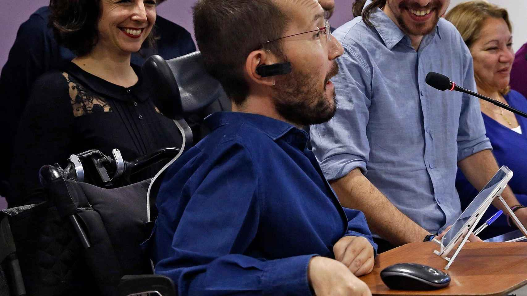 Pablo Iglesias y Pablo Echenique, en rueda de prensa.