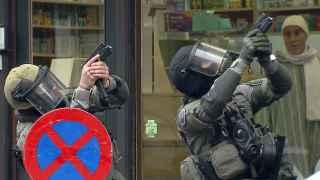 Las fuerzas de seguridad belgas durante la operación para detener a Abdeslam