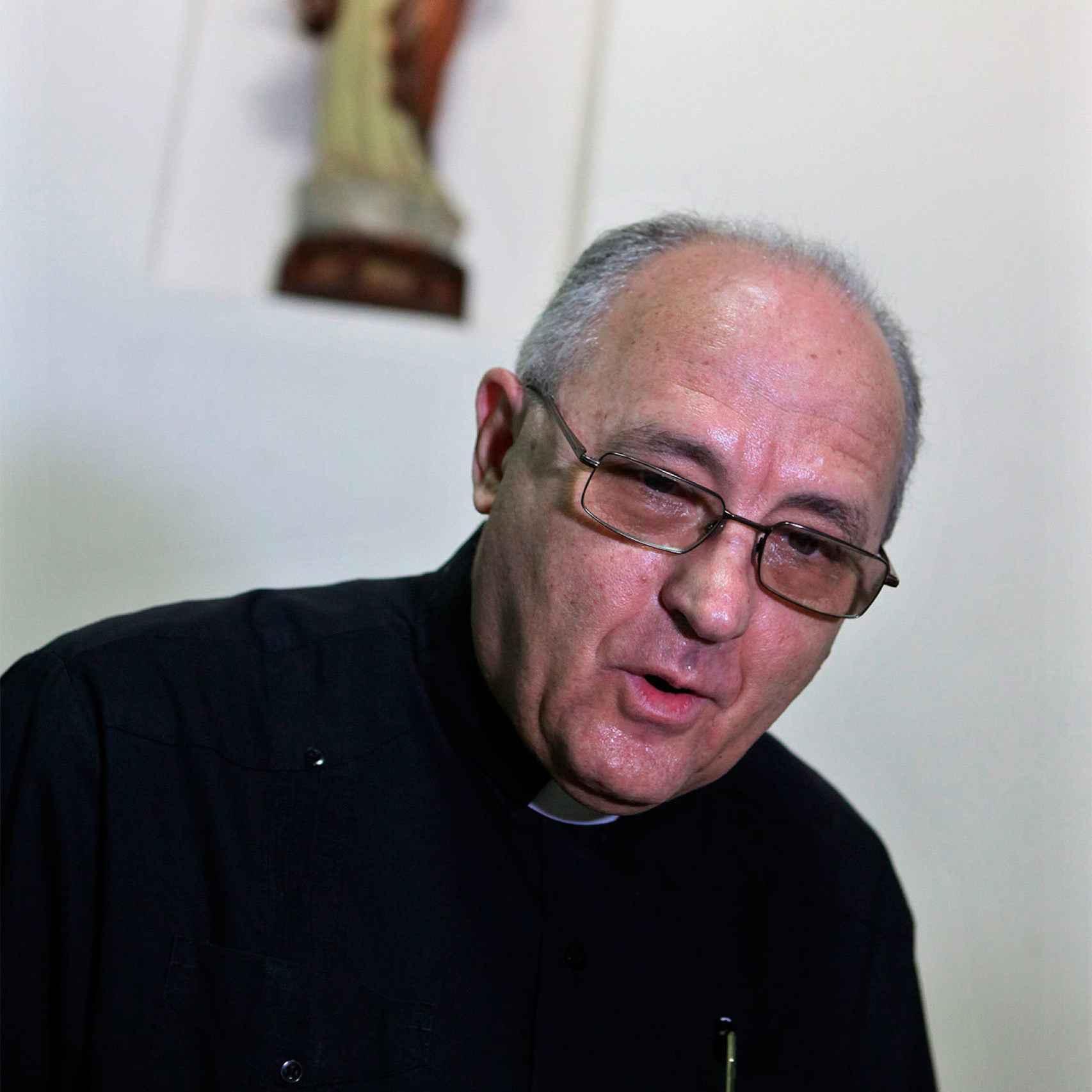 José Félix Pérez es responsable del templo al que acuden las Damas de Blanco.