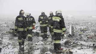 Bomberos en el lugar del accidente.