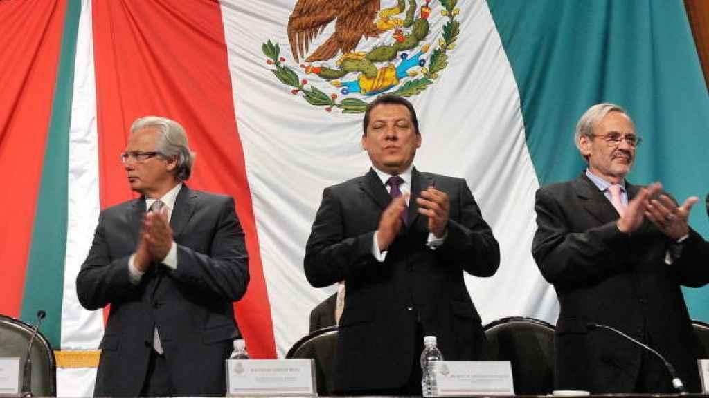 Garzón (izquierda) y  Navalón (derecha) en un acto celebrado en al cámara mexicana en agosto de 2011
