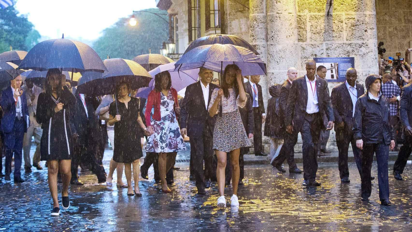 La familia Obama a su llegada a La Habana