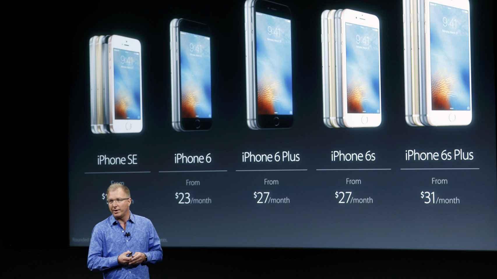 La familia de iPhones, con todos sus tamaños.